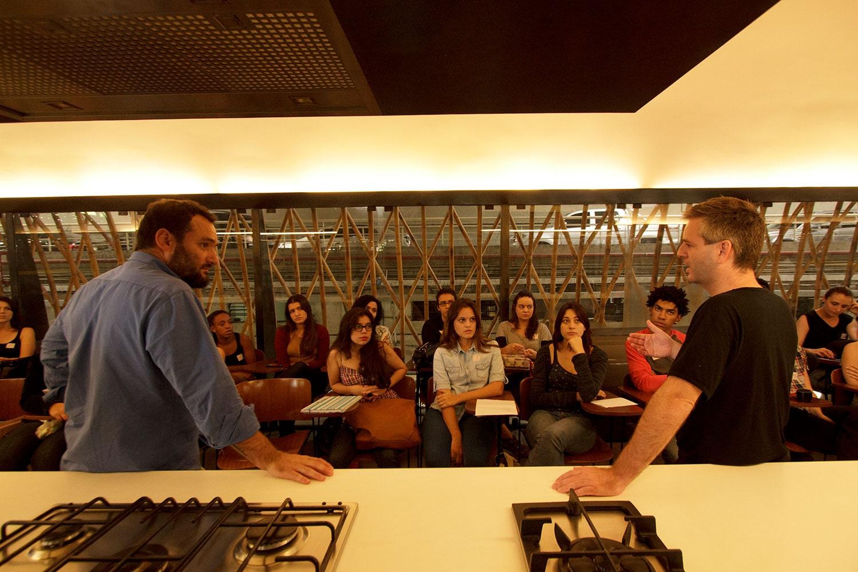 Marcelo Rosenbaum na inauguração da Cozinha Escola Nestlé, projeto do escritório de arquitetura Rosenbaum. Foto: Gabriel Cabral