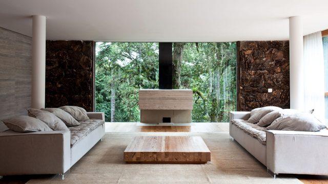 Sala da Casa em Campos do Jordão, projeto do escritório de arquitetura Rosenbaum - Foto: Tuca Reines