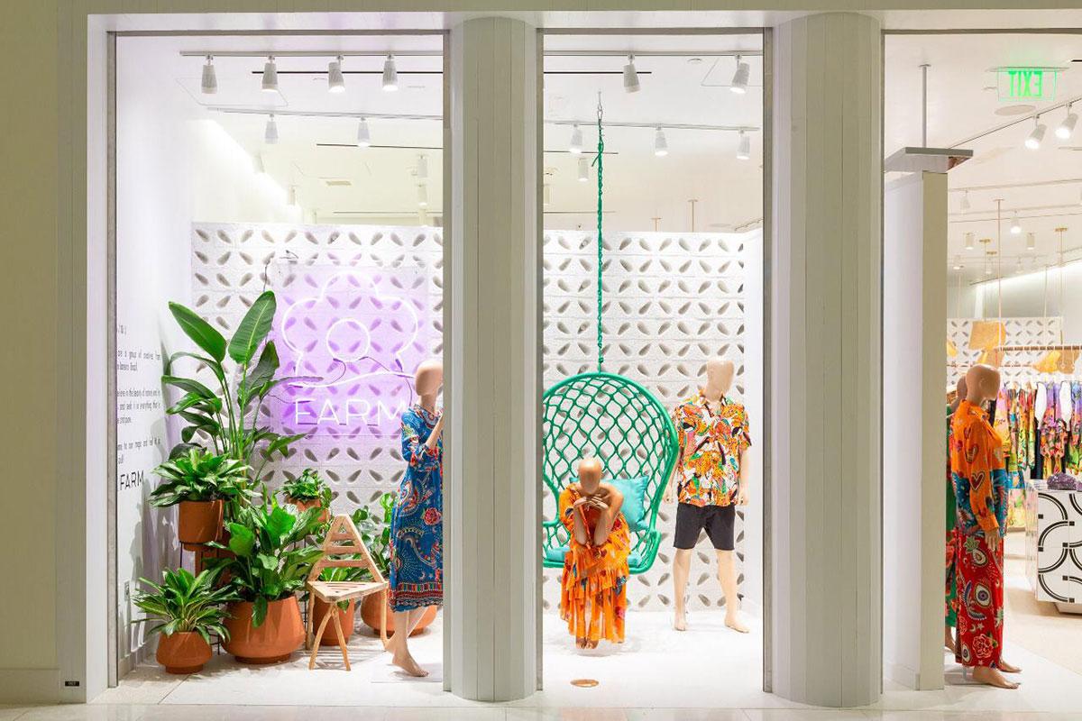 Fachada da loja brasileira Farm, em Miami. Projeto do escritório de arquitetura Rosenbaum.